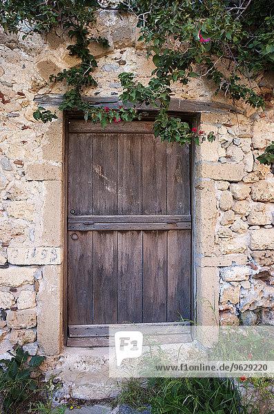 Griechenland  Monemvasia  Holztür in der Altstadt