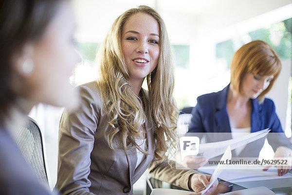 Frau in einem Geschäftstreffen