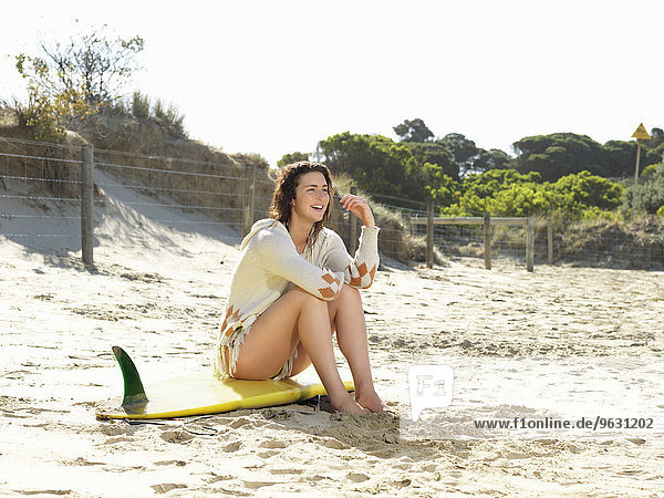 Frau genießt Strand  Roadknight  Victoria  Australien