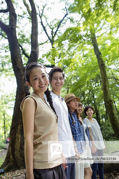 Freundschaft, Party, Wald, Außenaufnahme
