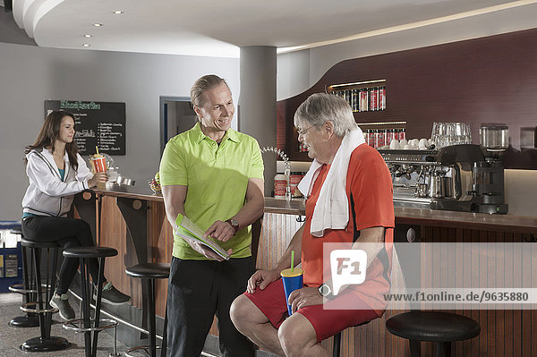 Fitness studio bar trainer men woman pause
