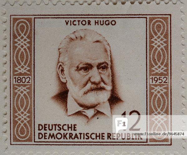 Victor Hugo  französischer Dichter  Schriftsteller und Dramatiker der romantischen Bewegung  Porträt  deutsche Briefmarke  DDR  1952