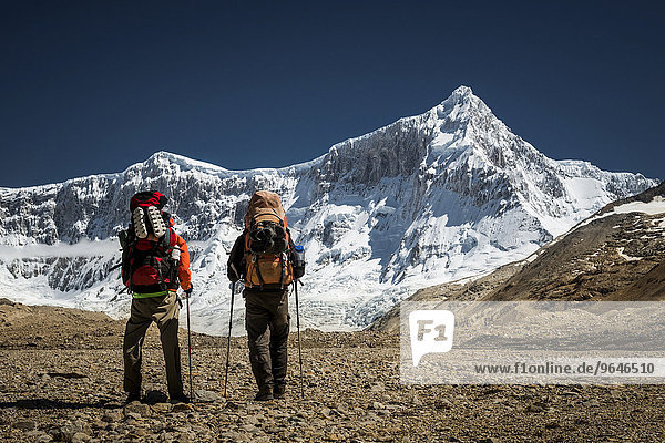 Hikers in front of mountain with glacier  Monte San Lorenzo  Perito Moreno National Park  Patagonia  Argentina  South America