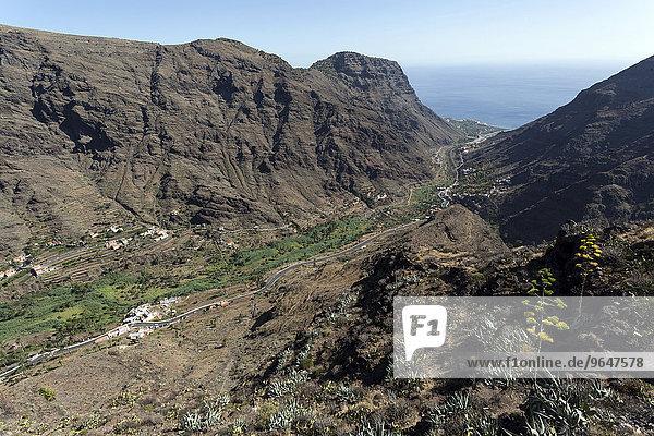 Ausblick vom Mirador Cesar Manrique in Valle Gran Rey auf Los Granados  Los Reyes  El Guro La Calera und Montana de Guerguenche  Valle Gran Rey  La Gomera  Kanarische Inseln  Spanien  Europa