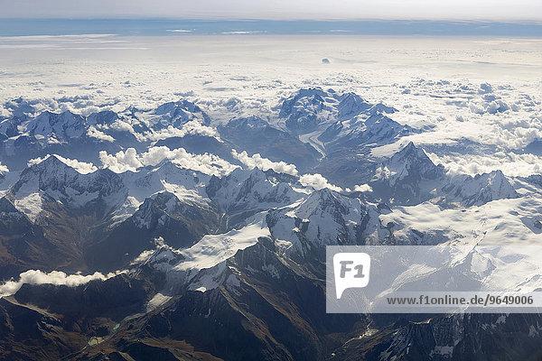 Luftaufnahme von den Walliser Alpen mit dem Matterhorn  der Dufourspitze  und der Monte Rosa  Walliser Alpen  Schweiz  Europa