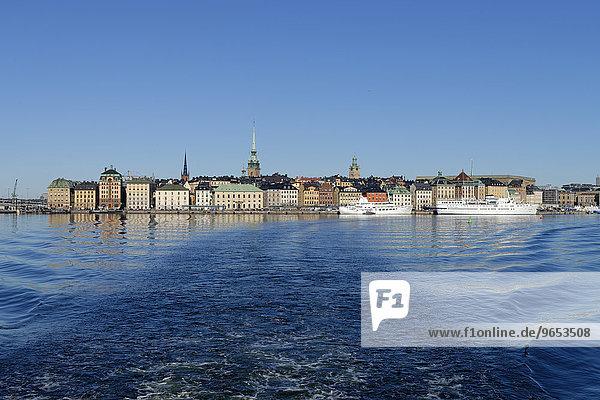 Häuser am Skeppsbron  Altstadt Gamla stan  vom Fährschiff aus  Stockholm  Schweden  Europa