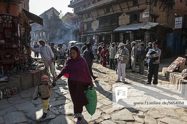 Straßenszene  Geschäfte  Bhaktapur  Nepal  Asien