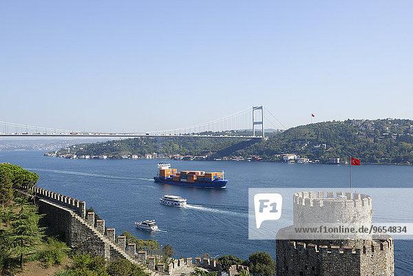 Europäische Festung  Rumeli Hisari  Fatih-Sultan-Mehmet-Brücke  2. Bosporus-Brücke  Istanbul  europäischer Teil  Türkei  Asien