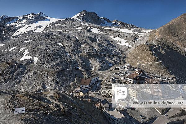Stilfser Joch  2757 m  Hotels auf der Passhöhe  oben Sommerskigebiet am Monte Livrio  Nationalpark Stilfser Joch  Südtirol und Lombardei  Stelvio  Trentino-Alto Adige  Italien  Europa