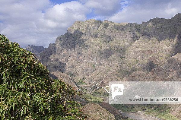 Bergdorf  Felsen  Vegetation  Insel San Antao  Kapverden  Afrika