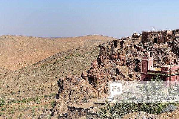Rosa Moschee in einem zerklüfteten Felsen  Anti-Atlas  Marokko  Afrika
