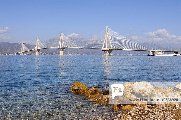 Die Rio-Andirrio-Brücke die den Peloponnes mit dem griechischen Festland verbindet  Golf von Korinth  Griechenland  Europa