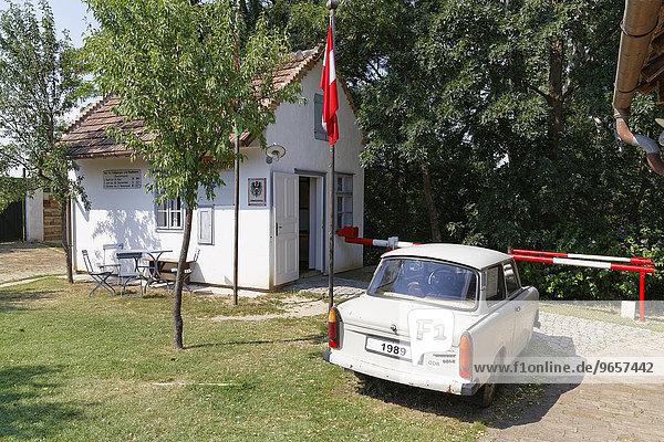 Grenzhäuschen und Trabant  Dorfmuseum Mönchhof  Seewinkel  Burgenland  Österreich  Europa