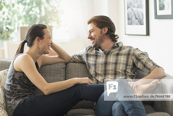 Fröhlichkeit Entspannung Couch