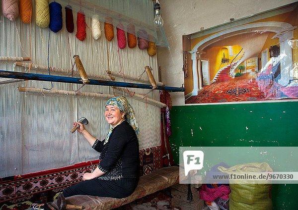 Frau Produktion Teppichboden Teppich Teppiche Altstadt China Geographie