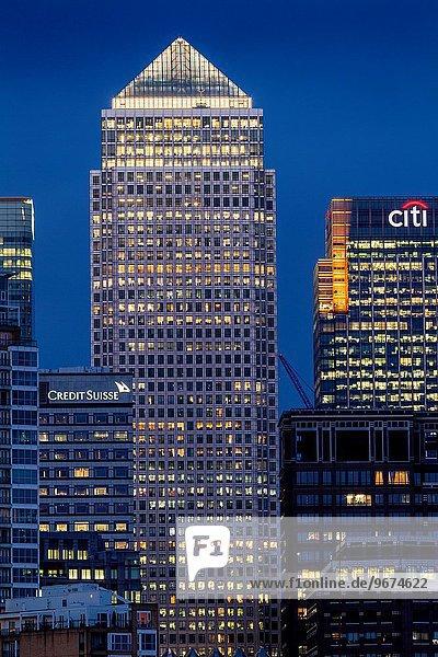 Canary Wharf Financial District bei Nacht  London  England.