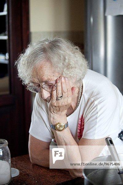 denken Küche Großmutter Lebensphase Mittelpunkt polieren groß großes großer große großen tief polnisch