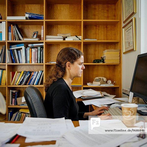 Frau arbeiten Büro Ansicht