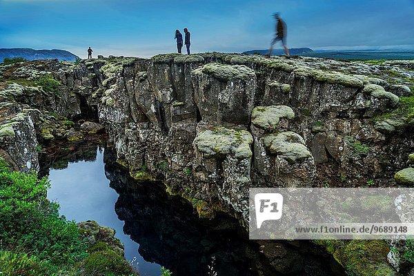 stehend Mensch Menschen Spalt Island Thingvellir Nationalpark