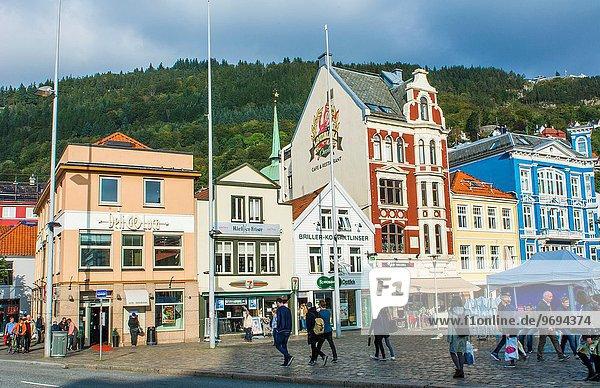 Farbaufnahme Farbe Landschaftlich schön landschaftlich reizvoll Gebäude Stadt Tourist Architektur Norwegen Zimmer Bergen alt