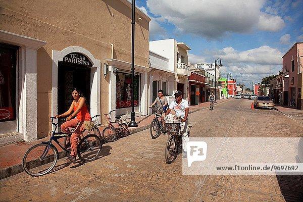 Tradition Gebäude Straße Tourist Hintergrund Mexiko Mittelamerika Fahrrad Rad Valladolid