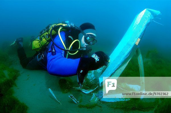 Wasser Fotografie unterhalb Unterwasseraufnahme unter Wasser bemalen Künstler