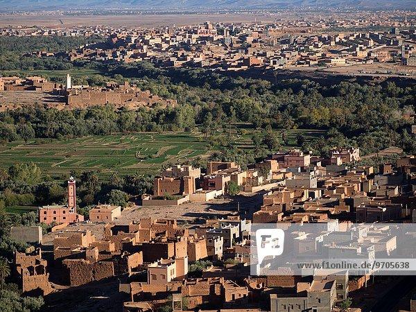 entfernt Berg Gebäude Tal Nachbarschaft Distanz Marokko