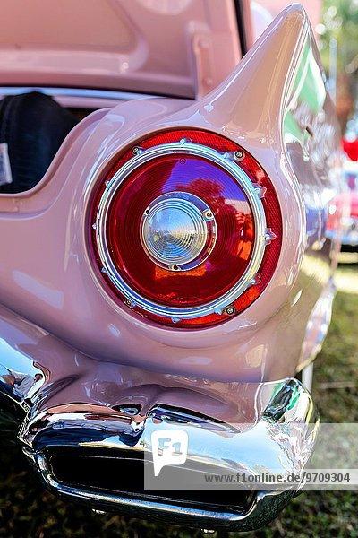 zeigen Verkehr Beleuchtung Licht Retro pink Florida Ford rund Show
