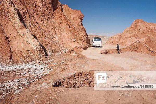 nahe Frau gehen Tal Fernverkehrsstraße Loch Mond Staub Atacama Erwachsener