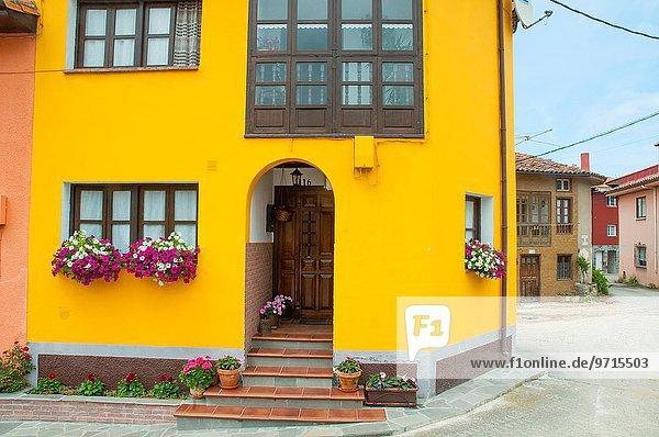 Fassade Gelb Wohnhaus Age Lizenzpflichtiges Bild F1online 9715503