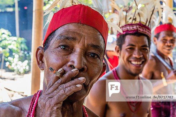 Tradition Tänzer Großstadt Hauptstadt Dorf zeigen Insel Flores Indonesien