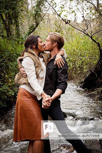 Frau Mann küssen Bach
