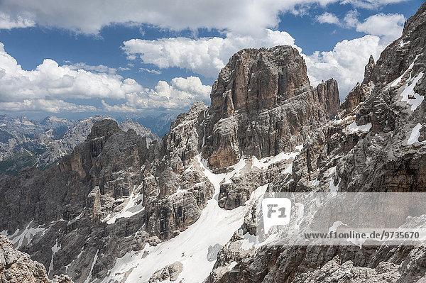 Piz Popena  3152 m  hinten Monte Cristallo  2786 m  Cristallo-Gruppe  Ampezzaner Dolomiten  Cortina d'Ampezzo  Provinz Belluno  Veneto  Italien  Europa