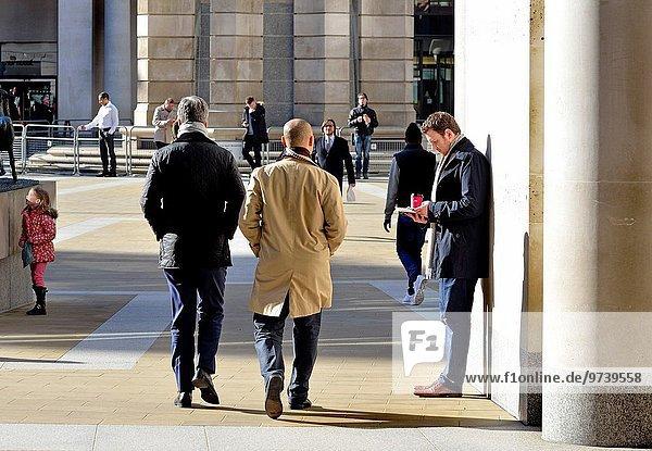 hinter Mittagspause Pause Geschäftsmann Großbritannien London Hauptstadt Quadrat Quadrate quadratisch quadratisches quadratischer England Paternoster