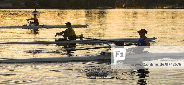 Mensch Menschen Boot Fluss Rudern