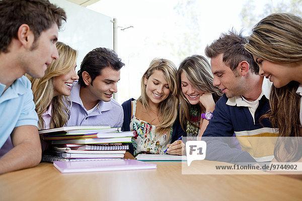 Hispanier Student Hochschule Hausaufgabe