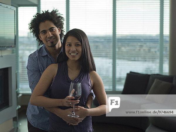 Zimmer Rotwein trinken Wohnzimmer