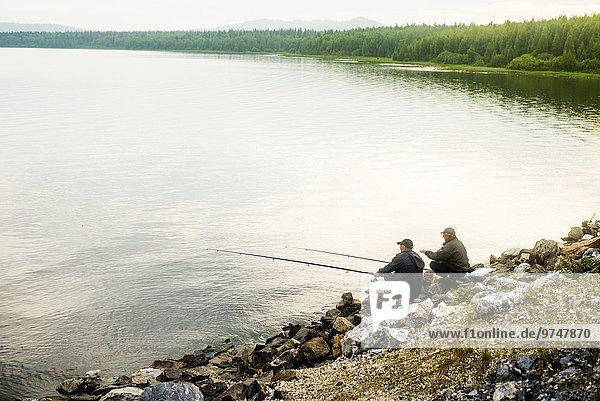 Ländliches Motiv ländliche Motive Europäer Mann See angeln