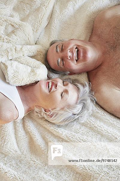 lachen Bett alt