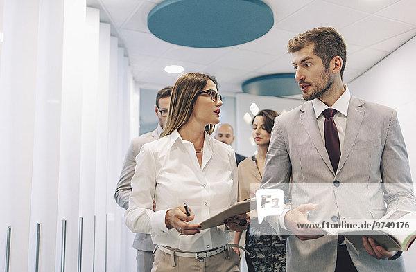 Europäer sprechen Mensch Büro Menschen Business