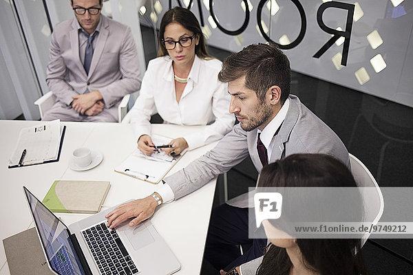benutzen Europäer Mensch Notebook Büro Menschen Geschäftsbesprechung Besuch Treffen trifft Business