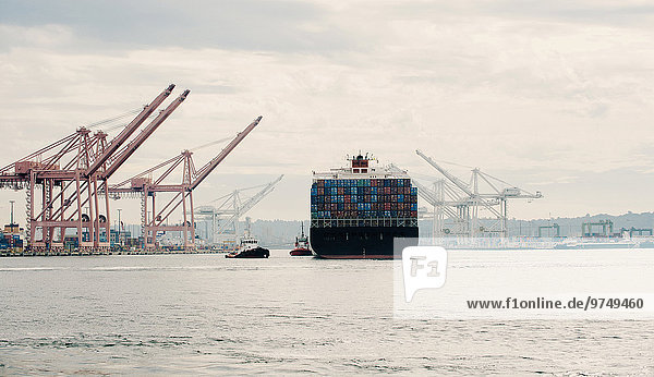 Fischereihafen Fischerhafen Industrie Schiff Container Schlepper