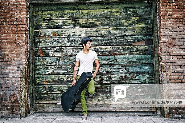nahe Industrie Tasche Gebäude halten Musiker mischen Gitarre Mixed nahe,Industrie,Tasche,Gebäude,halten,Musiker,mischen,Gitarre,Mixed