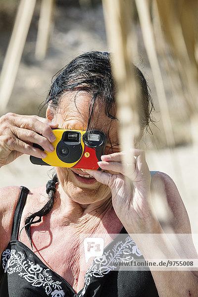 Senior Senioren Frau nehmen Fotografie
