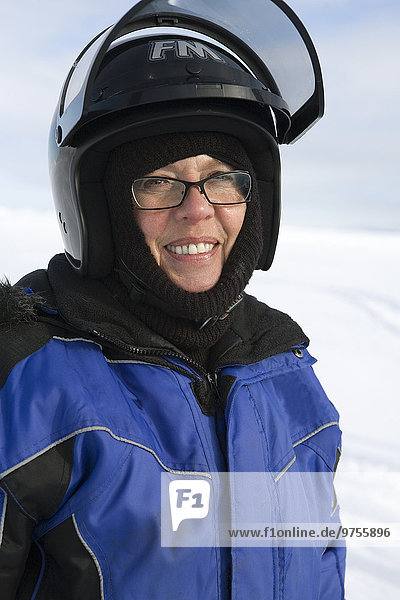 Portrait Frau reifer Erwachsene reife Erwachsene Kleidung Helm
