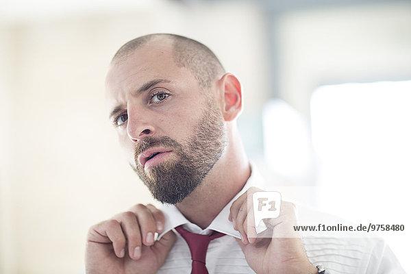 Porträt eines Mannes mit Krawatte