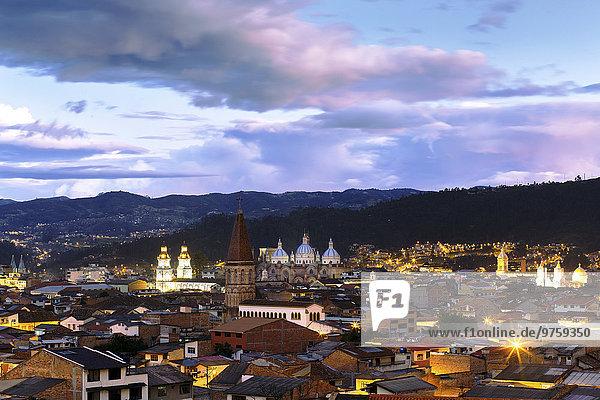 Ecuador  Cuenca im Abendlicht