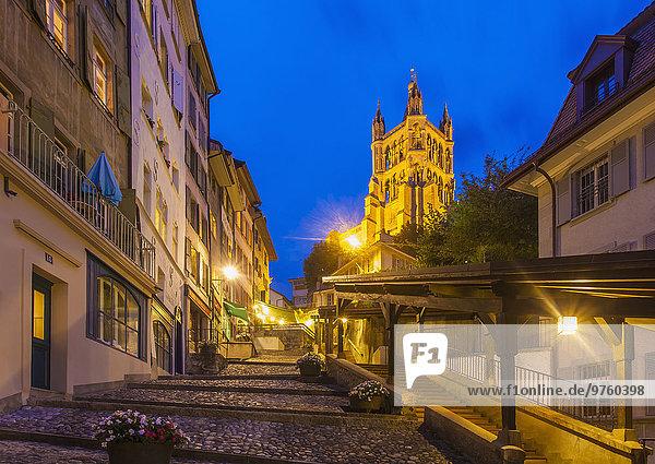 Schweiz  Lausanne  Treppe zur Kathedrale Notre-Dame bei Dämmerung