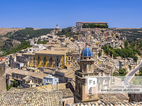 Italien  Sizilien  Val di Noto  Blick über Ragusa Ibla