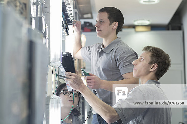 Schüler der Elektronikberufsschule